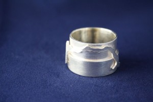 Ring Silber Insel Relief breit