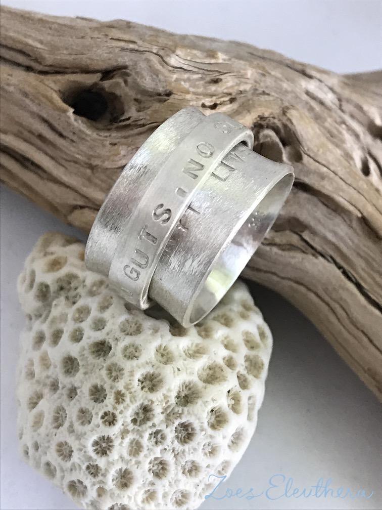 Ring Silber Drehring Text Familie Name Motiv Struktur individuell