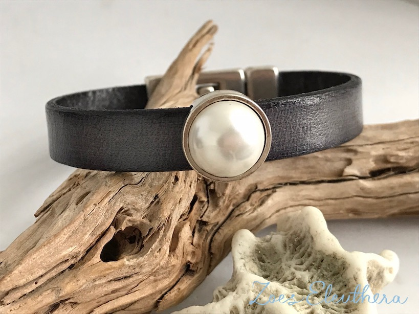 Bracelet leather motive double magnetic clasp dark grey pearl light single row noble