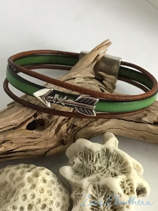 Armband Leder Motiv zart Magnetverschluss zart grün braun Pfeil mehrreihig