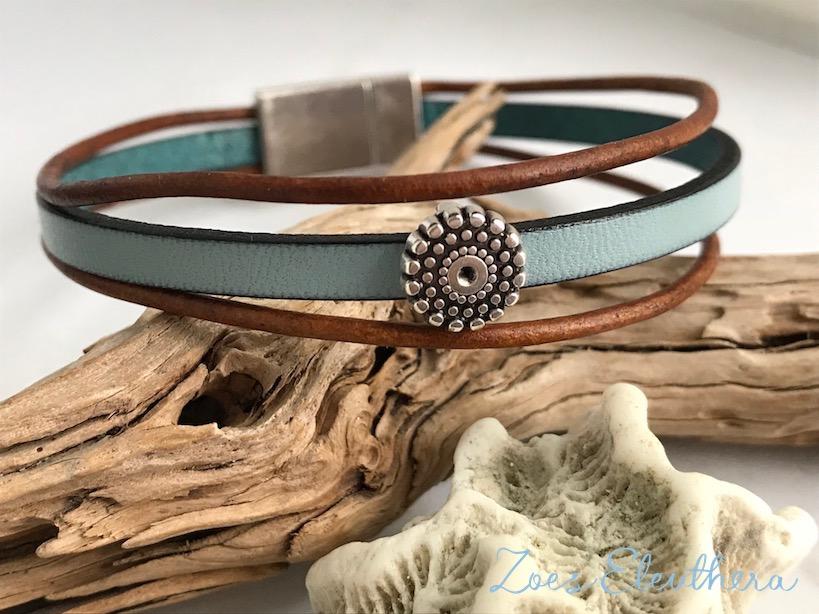 Armband Leder Motiv zart Magnetverschluss zart hellblau braun Blume mehrreihig