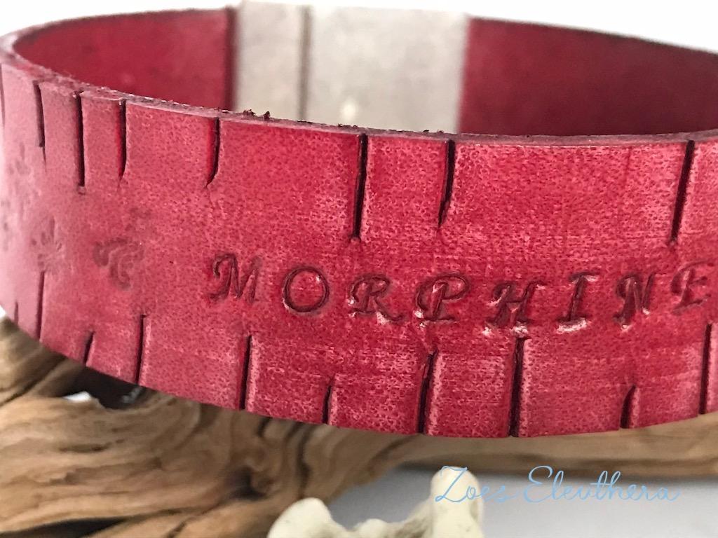 Armband Leder vintage Text rot breit