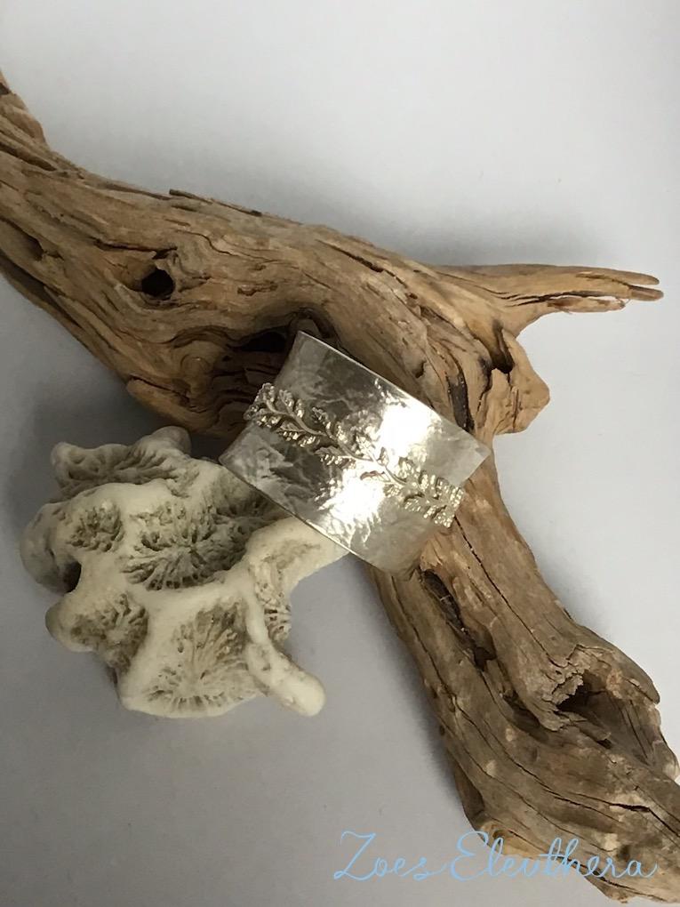 Ring Silber Drehring Blätter konkav Struktur Blüte Ranke breit